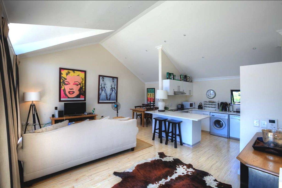 302 Burnside (Tamboerskloof, 2 Bedrooms)